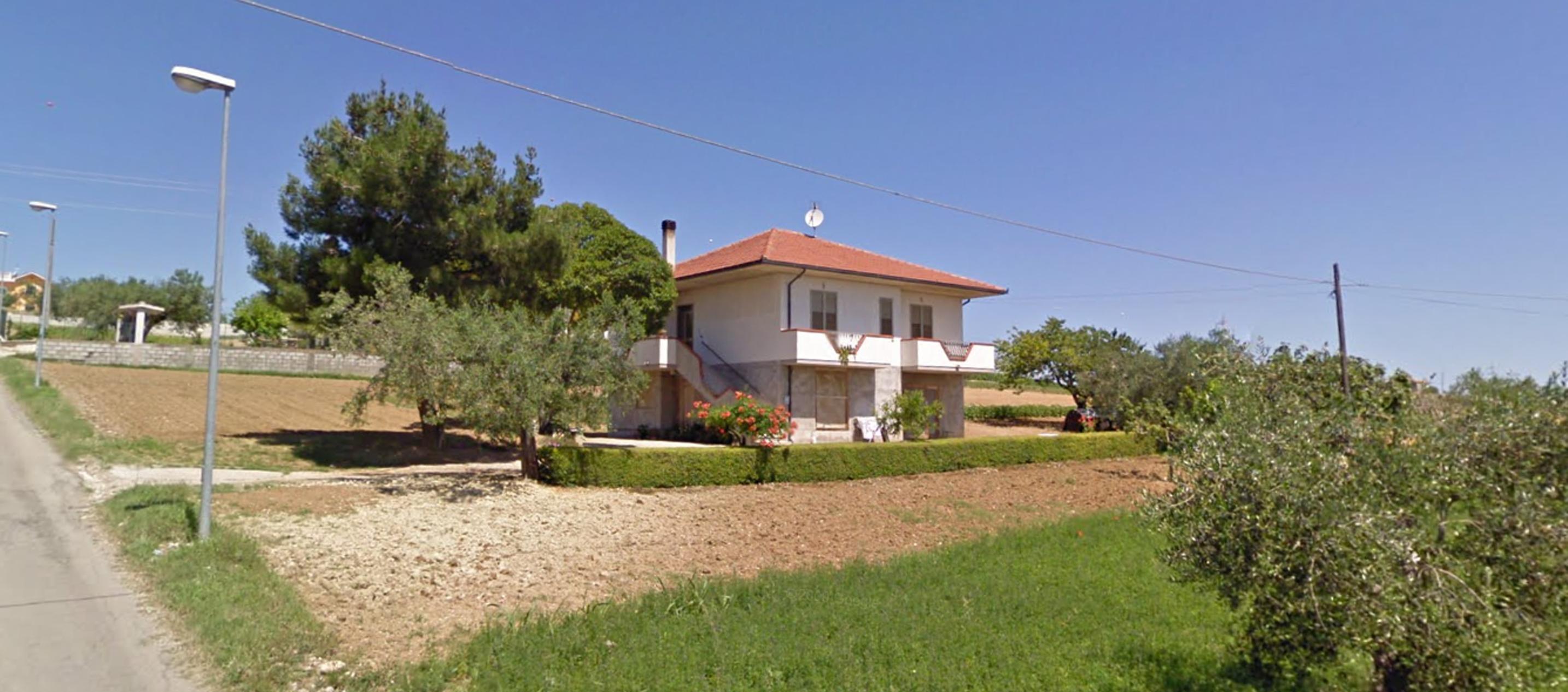 Casa singola con terreno agricolo agenzia immobiliare - Casa abusiva su terreno agricolo ...